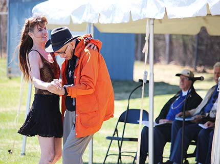 2015-Meals-on-Wheels-Walkathon-father-daughter-dance.jpg